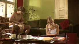 """""""Sag mal, kann das sein, dass wir seit 2 Wochen keinen Sex mehr hatten?"""" - """"Nicht jetzt, Schatz."""" (Szene aus '13 Stufen')"""